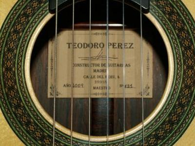 Teodoro Perez  Guitar Soundhole Label